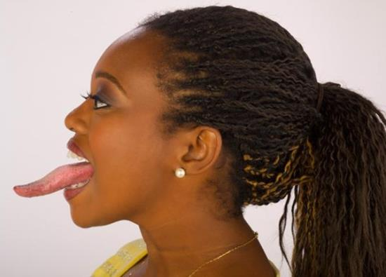 Девушка с самым длинным языком в мире