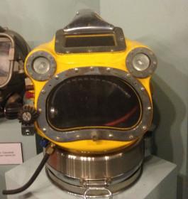 Испуганный водолазный шлем