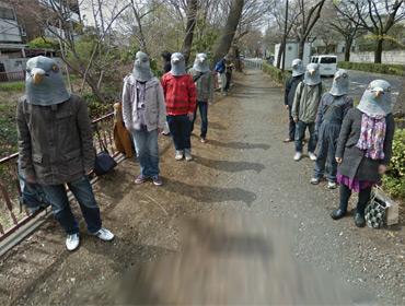 Приколисты из Токио потроллили Google Street View в масках голубей