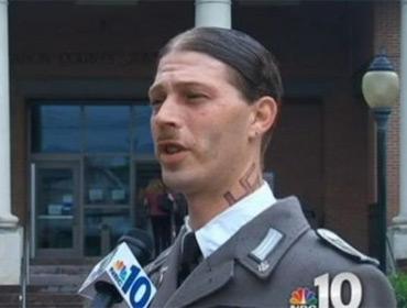 Американец явился в суд в нацистской форме