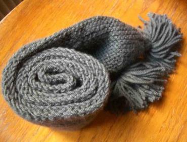 Марафонец связал четырехметровый шарф во время забега
