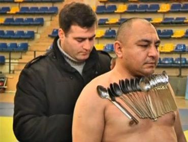Человек-магнит из Грузии побил собственный рекорд
