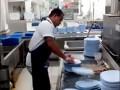 Самый быстрый мойщик посуды в мире