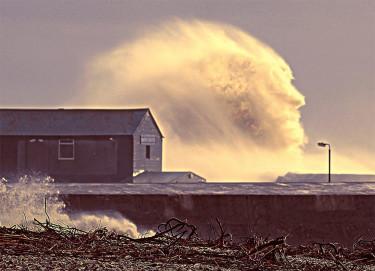 Океанская волна в виде человеческого лица