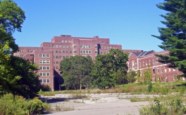 Бывшая психиатрическая лечебница Hudson River State в Нью-Йорке, пустующая с начала 2000 г. (Фото: Daniel Case)