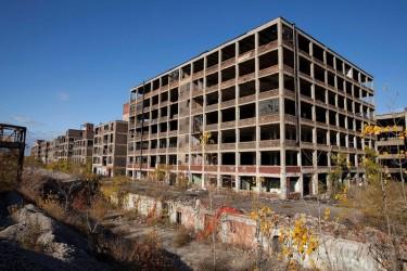 Недействующие автозаводы Пакард в Детройте, штат Мичиган. (Фото: Albert Duce)