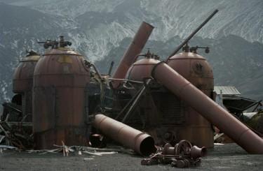 И снова оставленная китобойная станция. (Photo: Jerzy Strzelecki)