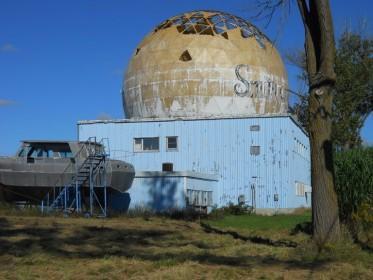 Старый радар на базе Клинтон, в провинции Онтарио, Канада. (Фото: J.S. Bond)