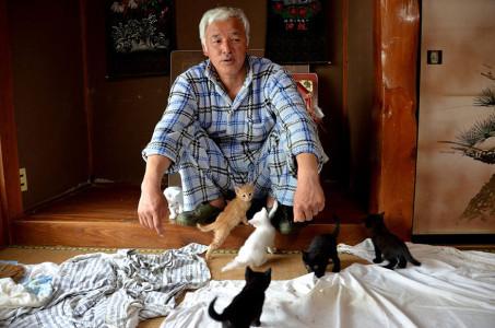 «Радиоактивный человек» заботится о брошенных животных в Фукусиме
