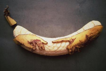 Художник превращает бананы в произведения искусства