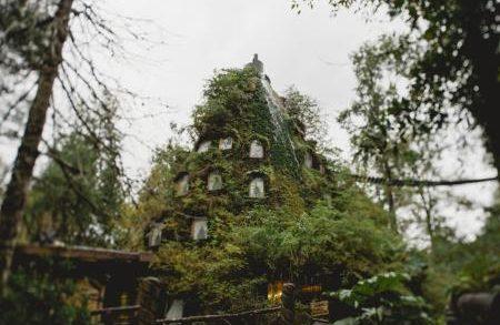 Гостиница на искусственном вулкане