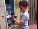 Как ребенок на старый телефон