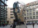 Странный бюст Франца Кафки в Праге