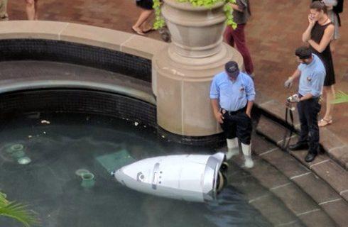 Робот-охранник свел счеты с жизнью